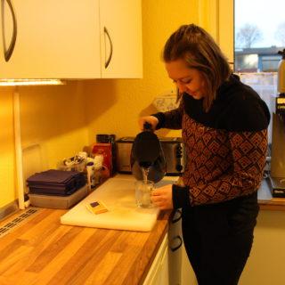 Joy in der Teeküche der Seemannsmission